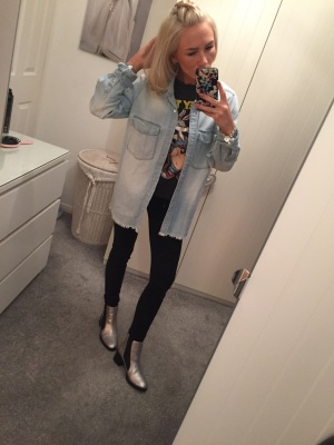 1e43c78965 I have worn my black-high waisted jeans (also from Primark) and my light- denim oversized shirt. When the weather is a bit colder it's always a good  idea to ...